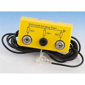 Földelőbox 2 db 10 mm-es patenttel és 1 db banándugó aljzattal